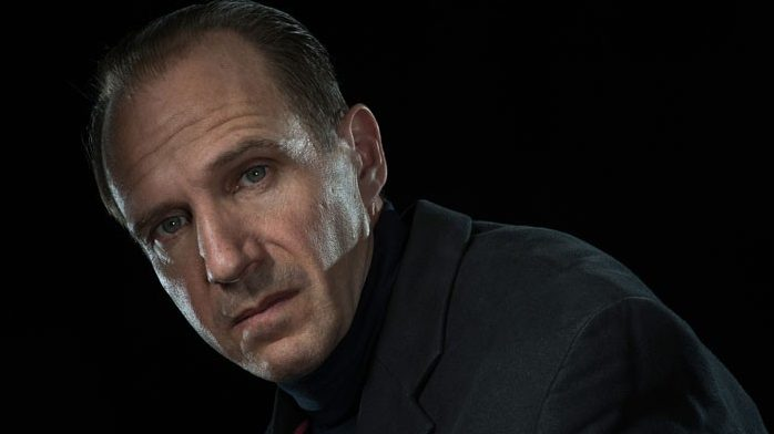 Ralph-Fiennes-as-Richard-III-by-Hugo-Glendinning-700x455